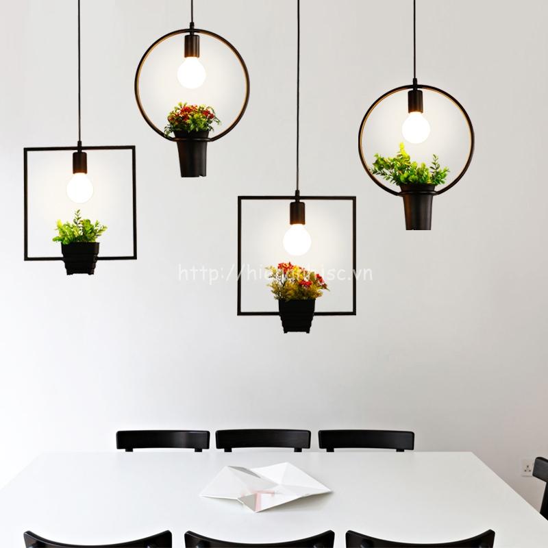 Đèn thả trang trí bóng đèn và cỏ xanh đơn giản