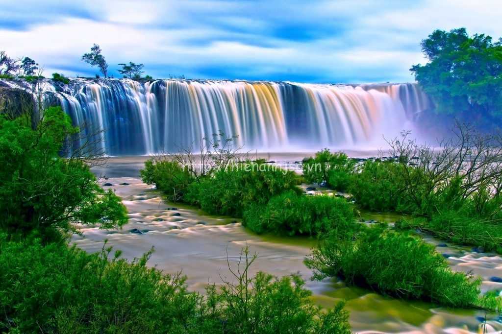 Tranh phong cảnh thác nước cho người mệnh Thủy