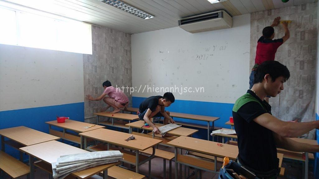 Phòng học Úc trước thi công với nhiều vết bám bẩn trên tường