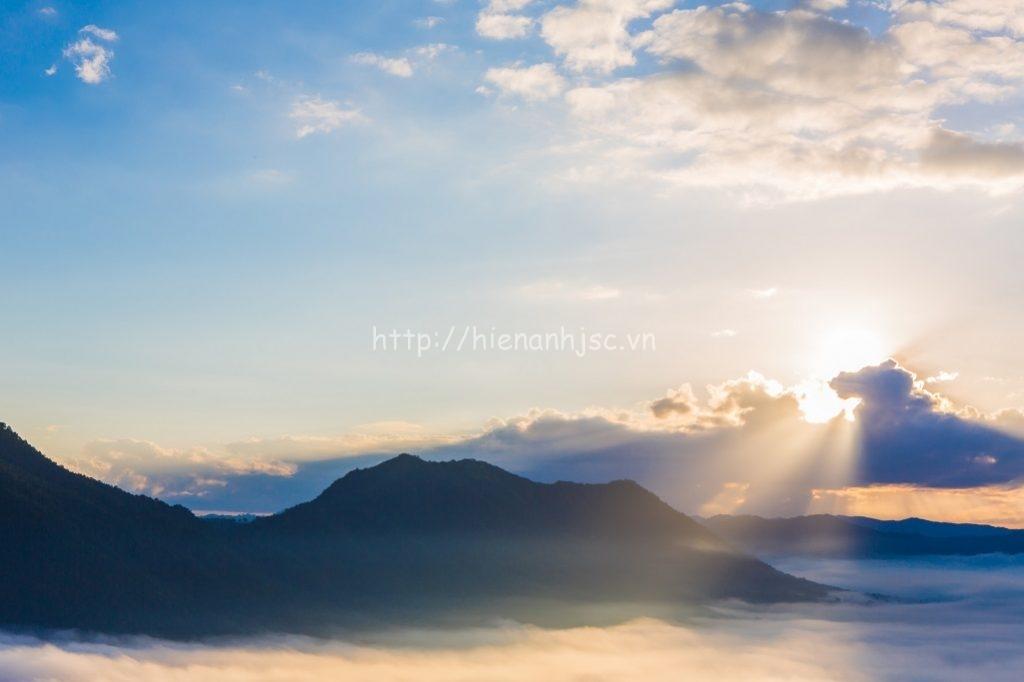 Tranh dán tường 5D phong cảnh núi sương mờ tại Nam Định