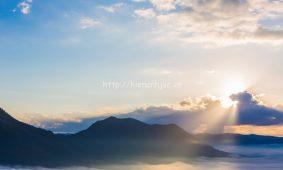 Mẫu tranh dán tường 3D 5D phong cảnh núi đẹp