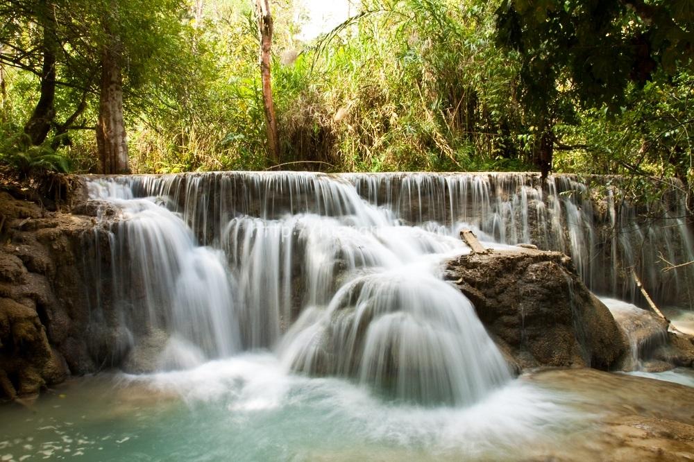 Tranh dán tường phong cảnh thác nước mã 02
