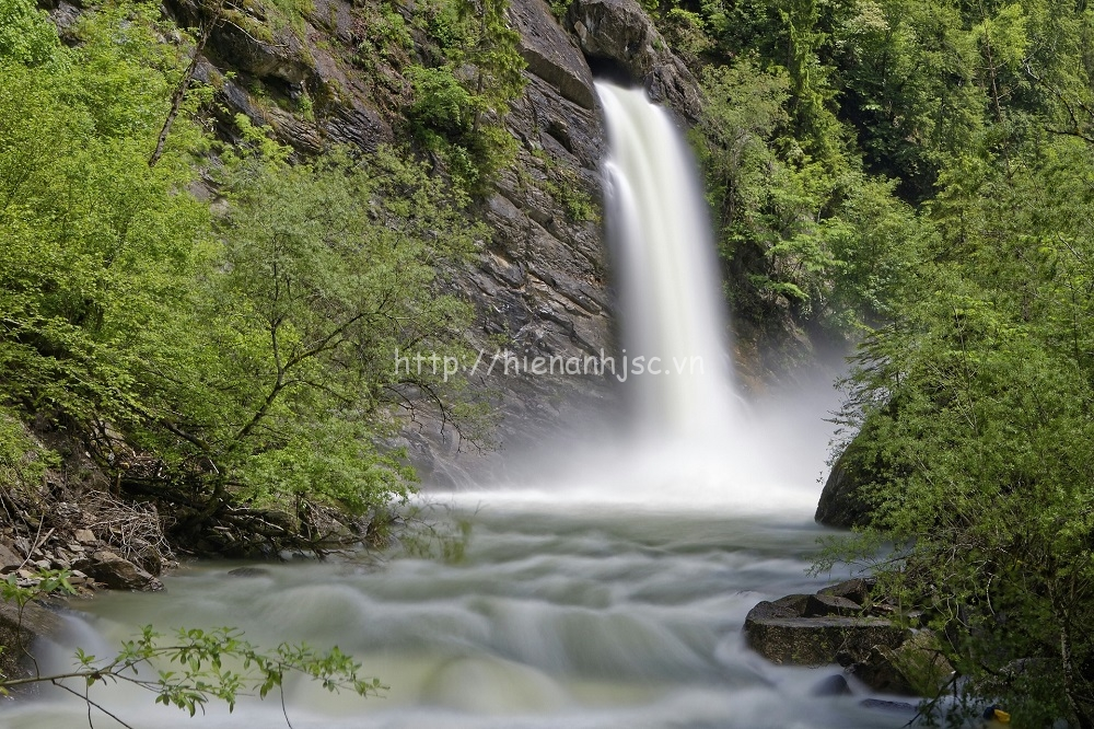 Tranh dán tường phong cảnh thác nước mã 07