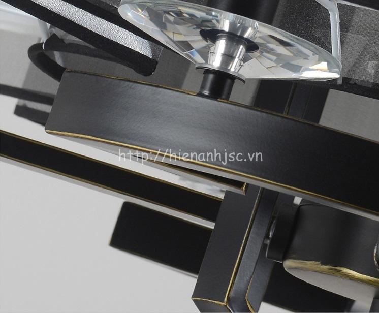 Khung sắt được thiết kế tỉ mỉ, chất liệu chống gỉ