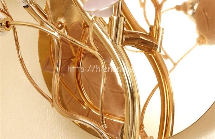 Thân đèn được làm từ kẽm mạ vàng cực kỳ sang trọng