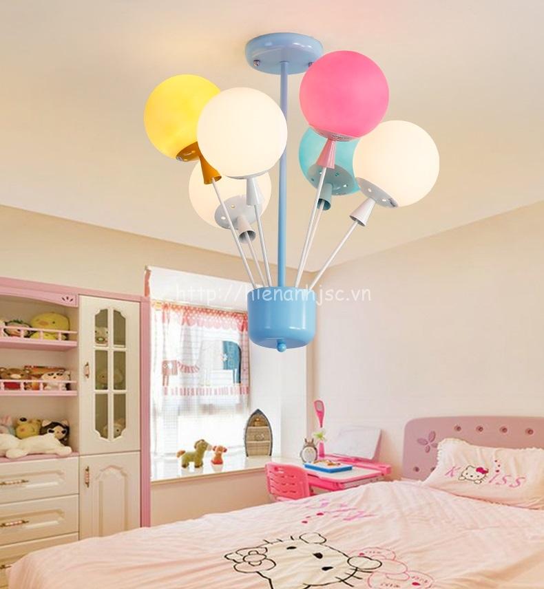Đèn chùm trang trí bóng bay độc đáo với nhiều màu sắc cho căn phòng thêm nổi bật