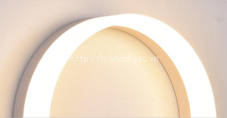 Ánh sáng lung linh của đèn khi ở chế độ bật nguồn điện