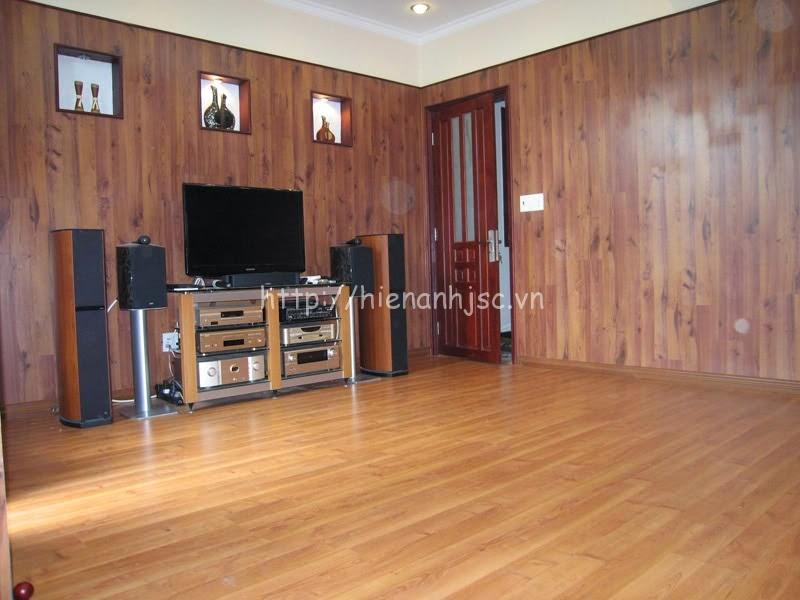 Tường gỗ ép có thể dán tranh giấy tuy nhiên cần lưu ý về chất liệu
