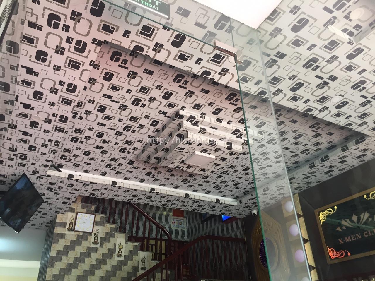 Thi công giấy dán tường quán karaoke tại quận 3 TPHCM