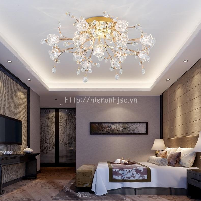 Mẫu đèn chùm áp trần pha lê cho phòng ngủ ấm áp, nồng nàn