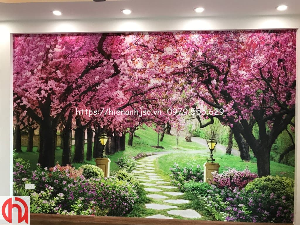 Tranh hoa đào dán phòng chung cư của chị Thảo tại Hà Nội